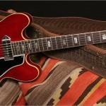 Guitarra Gibson ES-330 con pastillas P90 y de mástil más metido en el cuerpo.