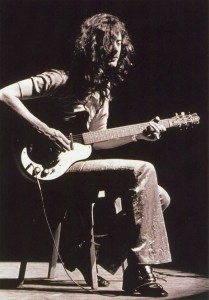 """Jimmy Page con una danelectro """"short horn"""""""